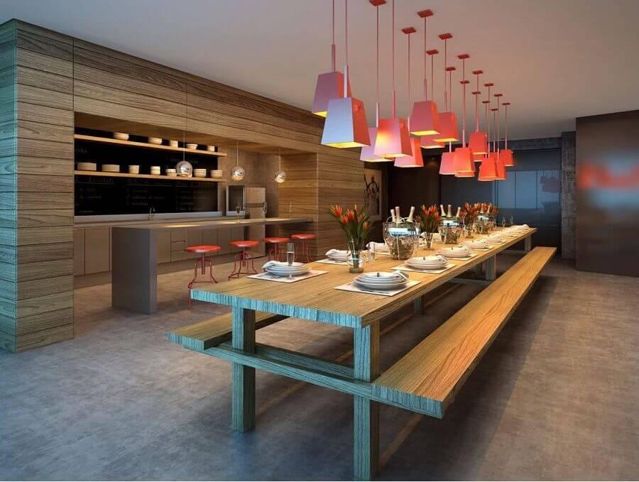 área gourmet moderna decorada com luminárias pendentes vermelhas Foto Jeito de Casa