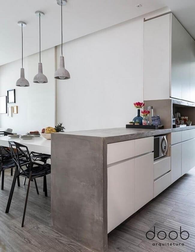 A bancada de cimento queimado é tendência em vários projetos. Fonte: Doob Arquitetura