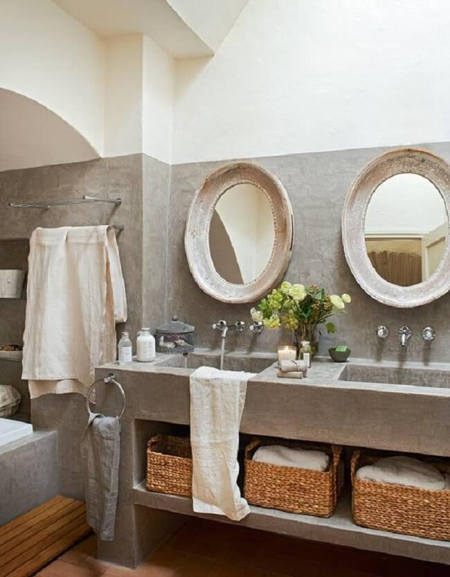 A bancada de cimento queimado desse banheiro é o ponto alto da decoração. Fonte: Homify