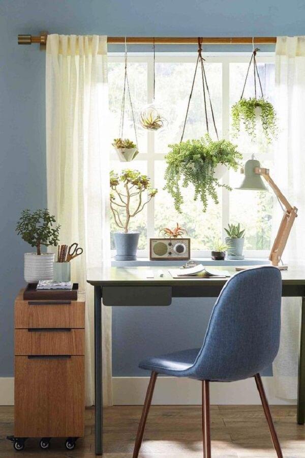 A decoração da janela pode ganhar destaque de diferentes formas. Fonte: Better Homes and Gardens