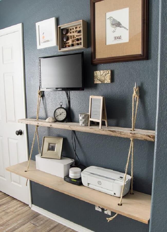 A prateleira de corda ajuda na organização do dormitório. Fonte: Pinterest