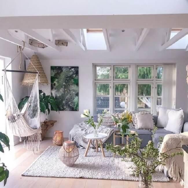 A rede cadeira traz leveza para a decoração do ambiente