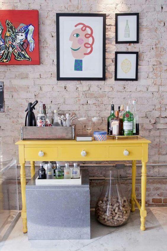 Sala moderna com aparador bar