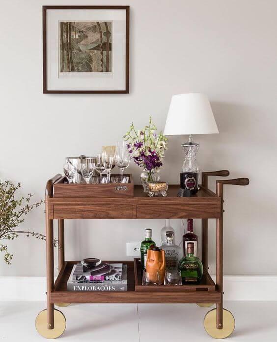 Aparador bar de madeira moderno