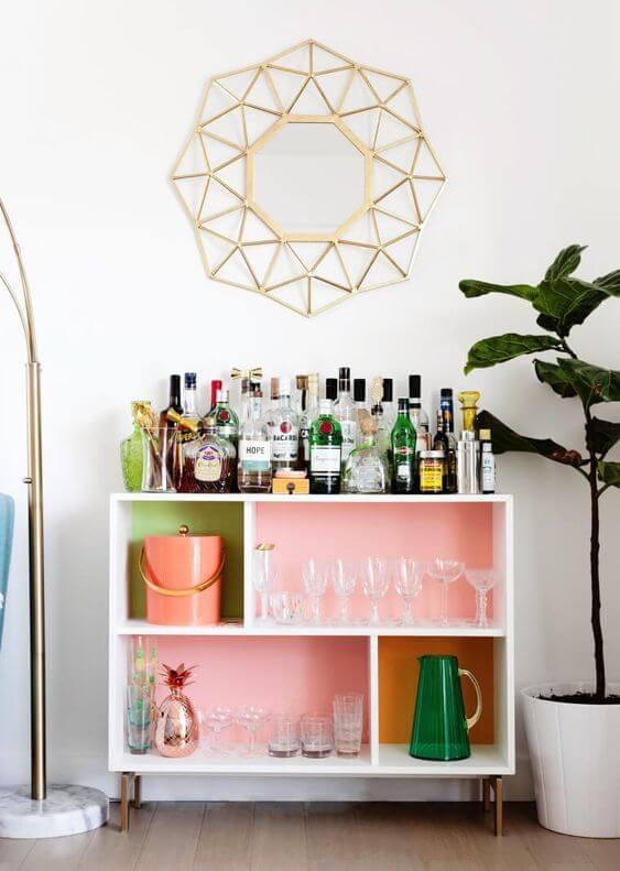Aparador bar rosa e verde claro