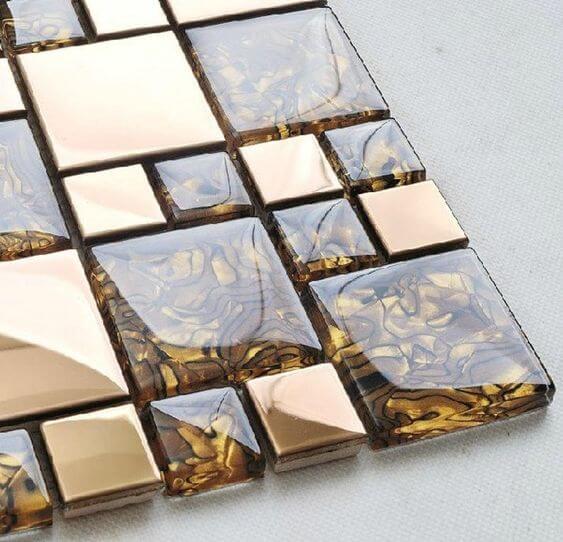 Azulejo 3D dourado e marrom