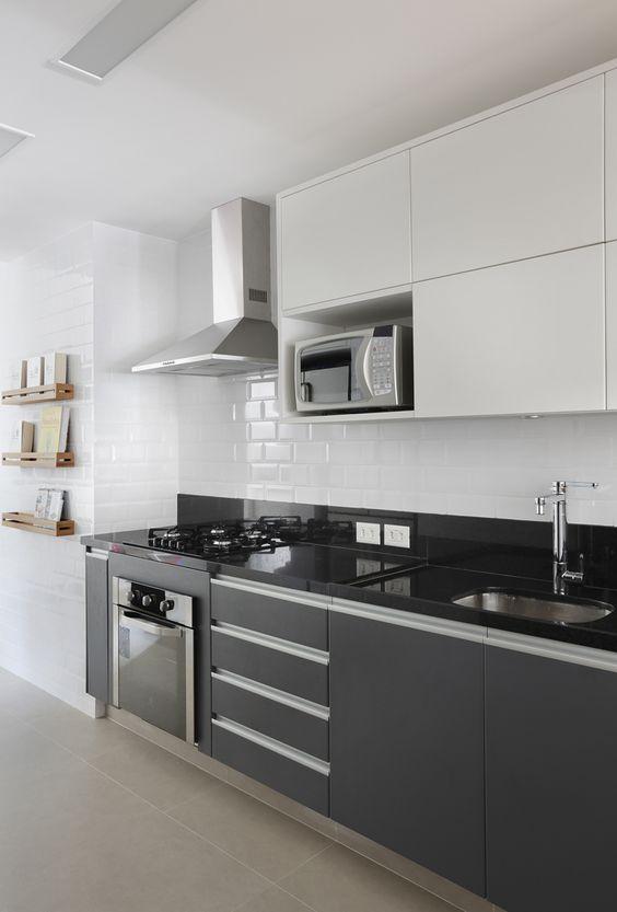 Bancada de granito com cooktop preto