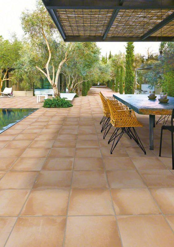 Cerâmica para área externa antiderrapante com piscina
