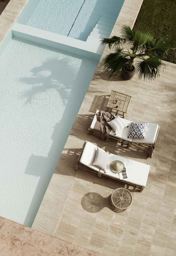 Cerâmica para área externa com piscina grande