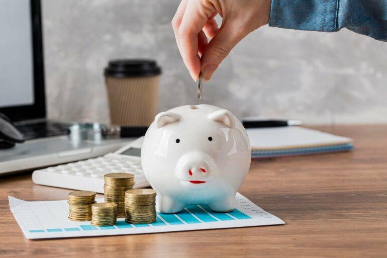 Confira dicas e inspirações para decorar sua casa gastando pouco. Fonte: Freepik