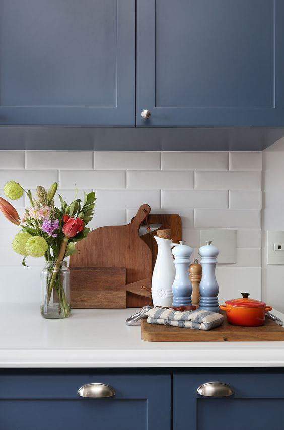 Cozinha azul com azulejo 3D