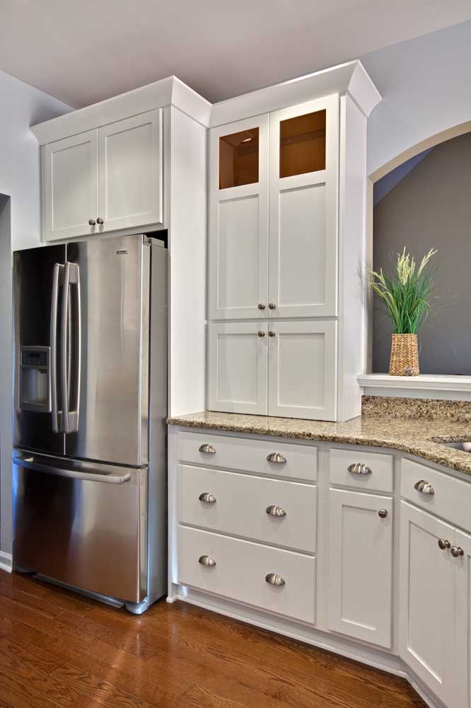 Cozinha clássica com granito bege