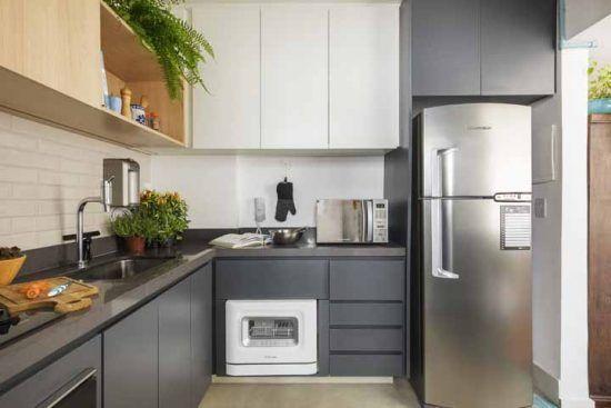 Cozinha clean com bancada em pedra silestone cinza