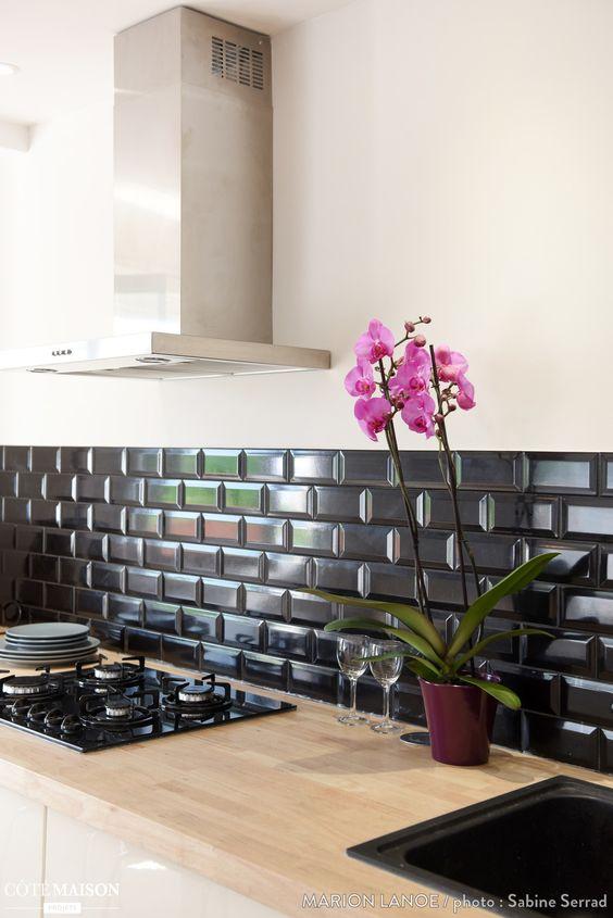 Cozinha com azulejo 3d preto