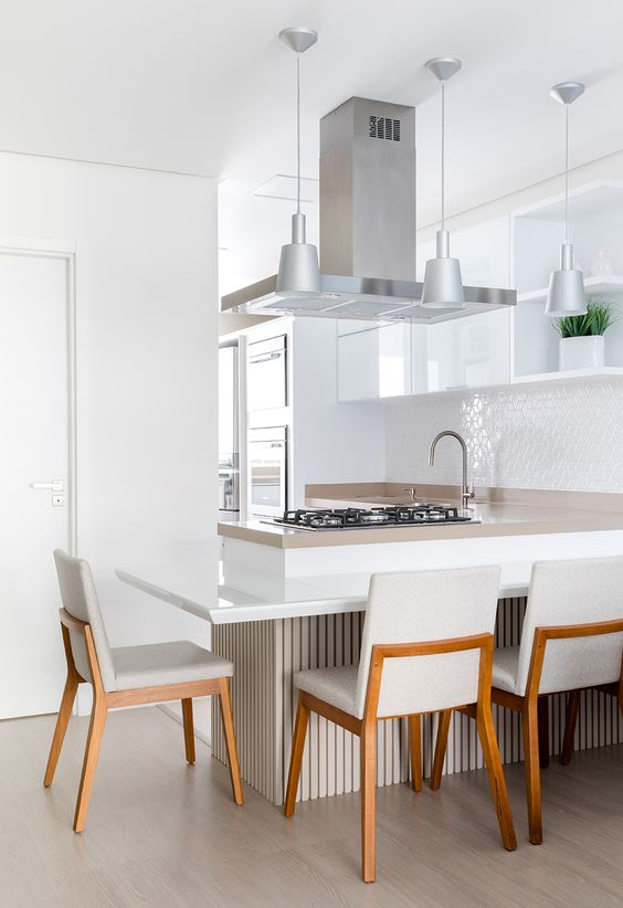 Cozinha com granito bege e branco