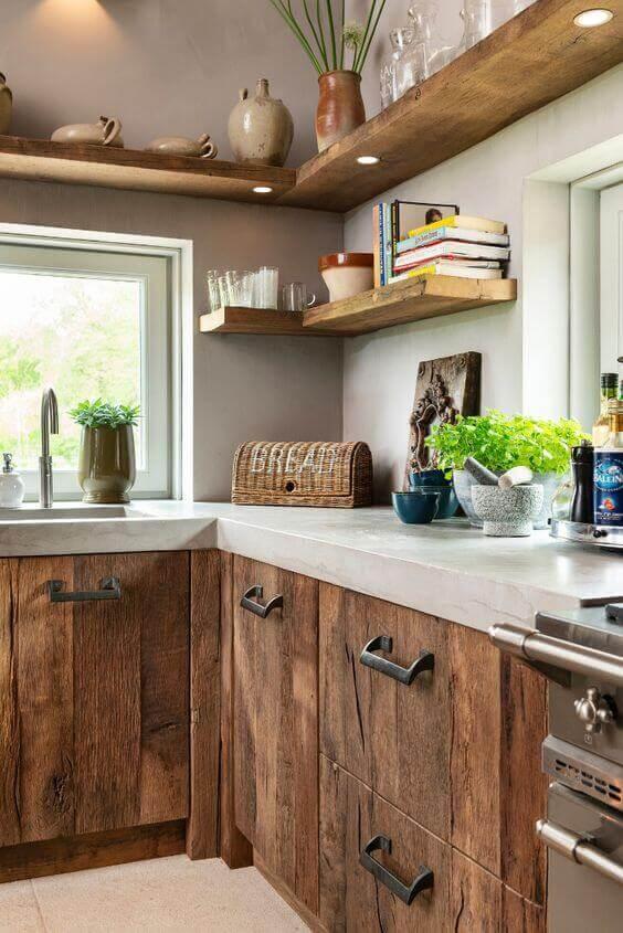 Cozinha com mão francesa invisível
