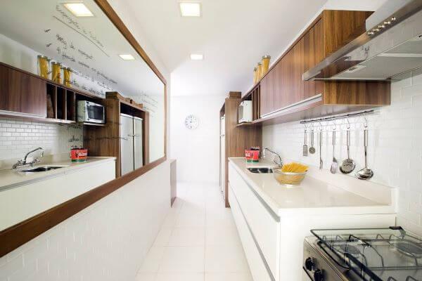 Cozinha com revestimento 3D branca