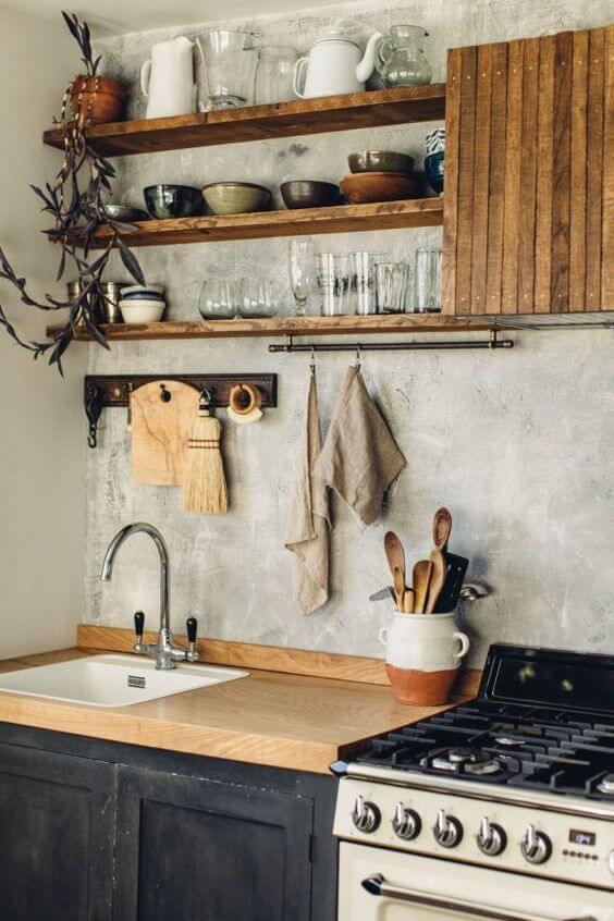 Cozinha estilo industrial com prateleira rustica