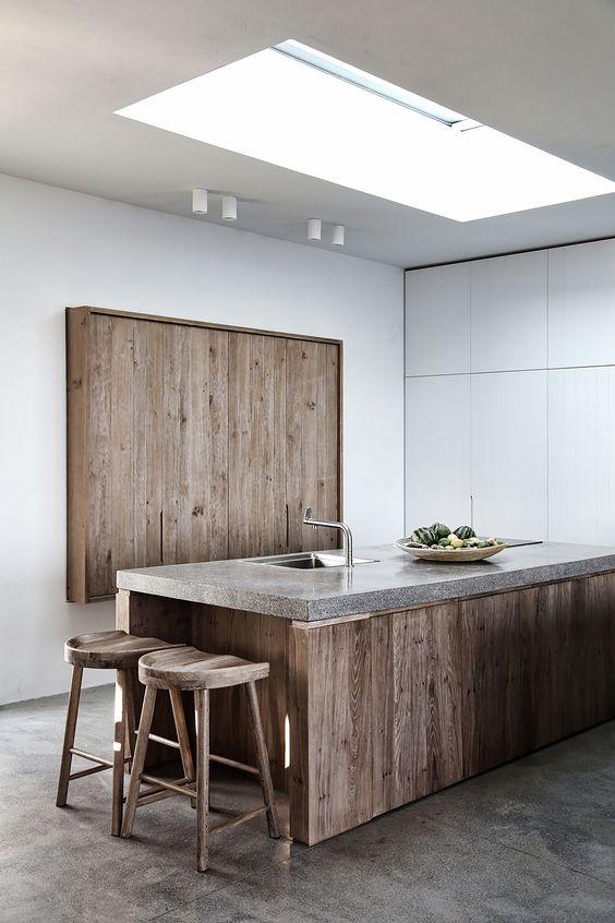 Cozinha madeira com bancada de granito