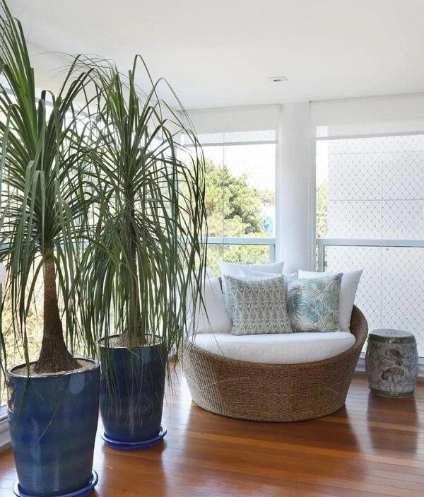 Crie um cantinho confortável com o sofá redondo de vime