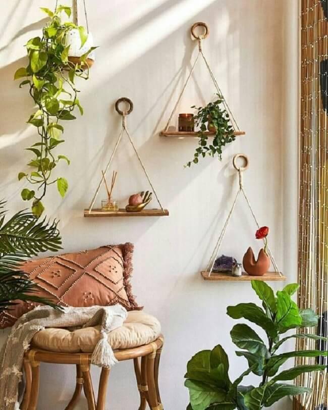 Crie um cantinho especial com plantas e decore com prateleira de corda. Fonte: Pinterest