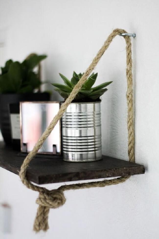 Decore a casa e organize objetos sobre a prateleira de corda. Fonte: Pinterest