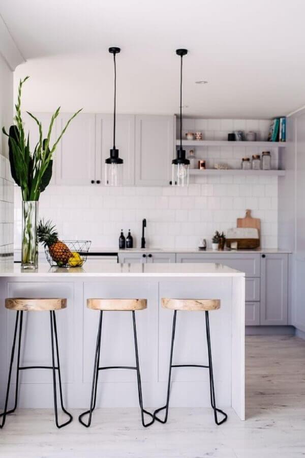 decoração de cozinha com balcão toda branca Foto Jeito de Casa
