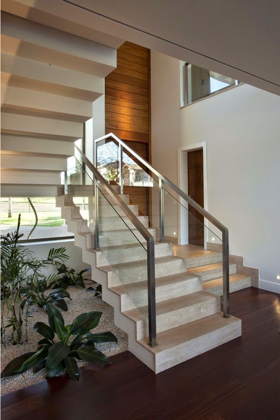 Escada com granito bege charmosa