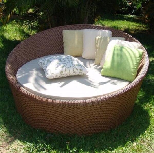 Evite que o sofá de vime natural fique exposto constantemente no sol e chuva