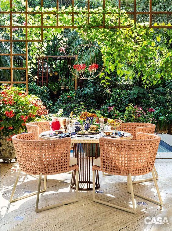 Mesa de jardim com cadeira de fibras sintéticas