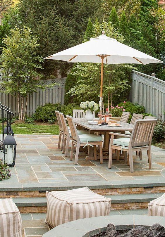 Mesa de jardim de madeira com guarda sol