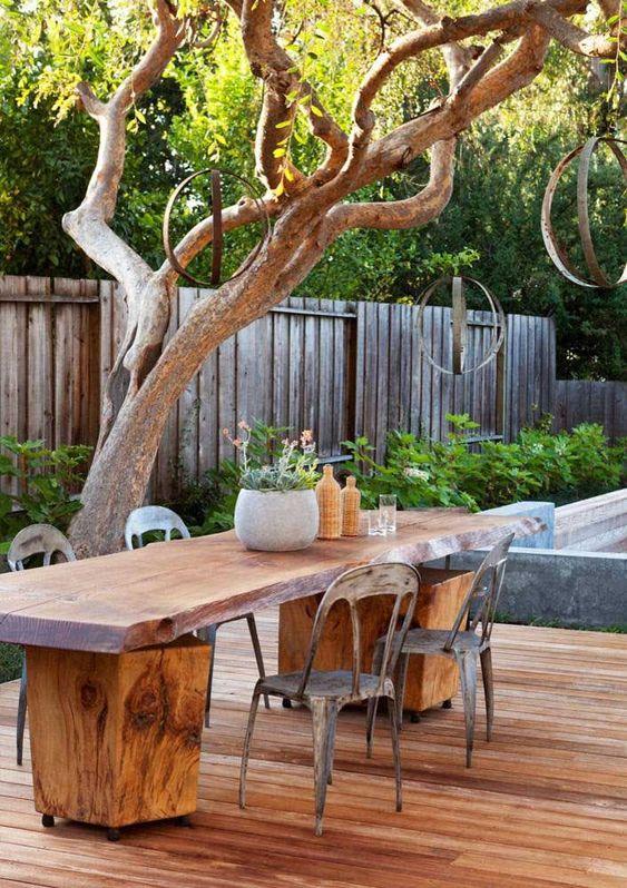 Mesa de jardim de madeira rustica
