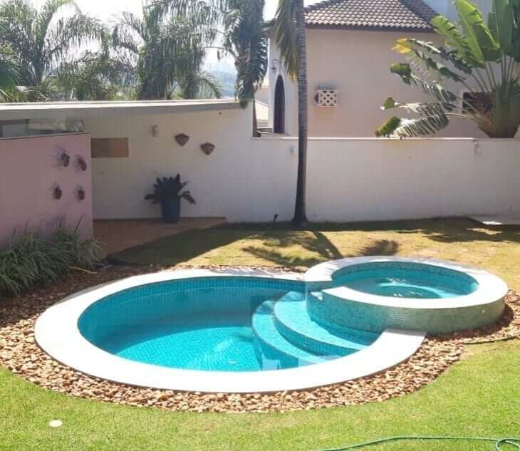 Modelo de piscina redonda com hidro. Fonte: Pinterest