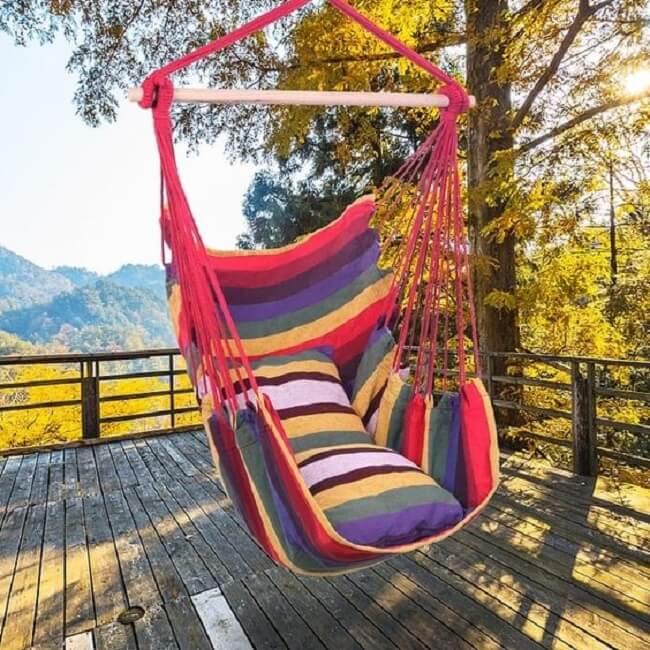 Modelo de rede cadeira colorida decora o terraço
