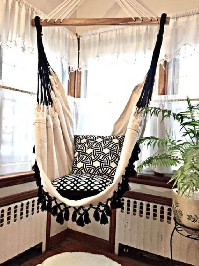 Modelo de rede cadeira com tramas em tom preto e branco