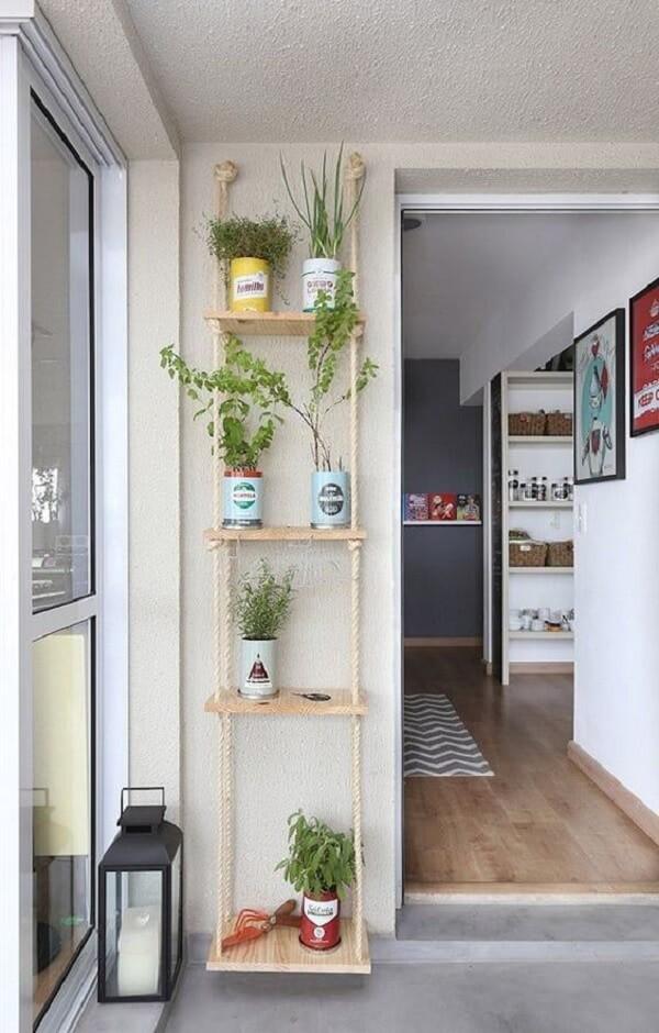 Na falta de espaço estruture sua horta na prateleira de corda. Fonte: MeuEstiloDecor