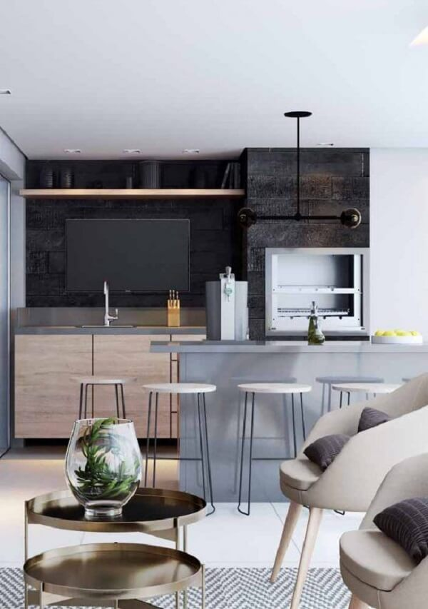 Le silestone gris clair du comptoir se connecte parfaitement dans cet espace