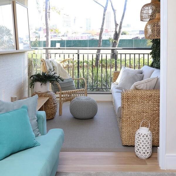 O sofá de vime facilmente combina com diferentes propostas decorativas