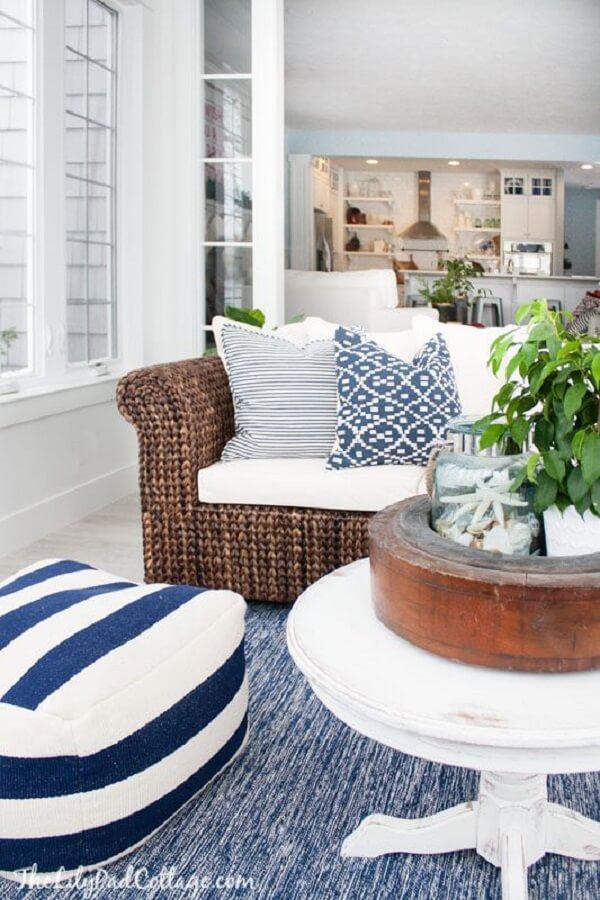 O sofá de vime para sala é muito usado em casas de praia e de campo