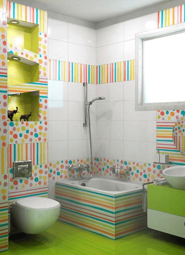 Para deixar a decoração do banheiro infantil mais alegre aposte no piso colorido