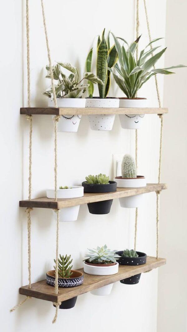 Prateleira de corda com suporte para vasos de plantas. Fonte: Pinterest