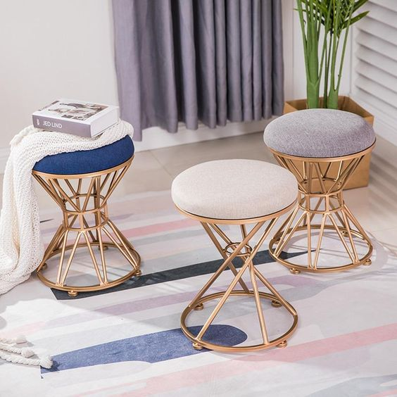 Puff aramado para sala moderna
