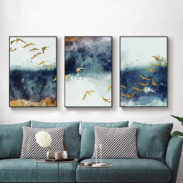 Quadro mosaico abstrato traz movimento para sala de estar. Fonte: Pinterest