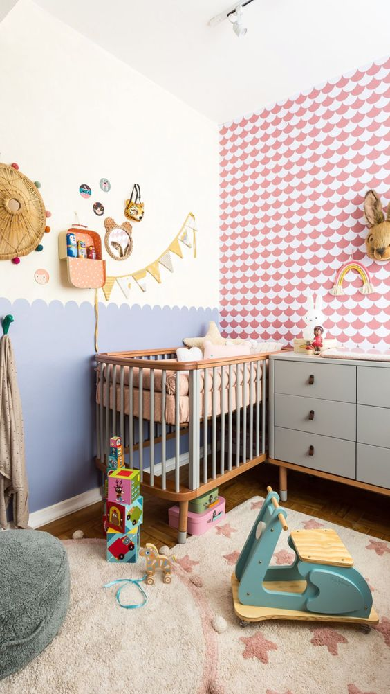 Quarto de bebê retro rosa e azul