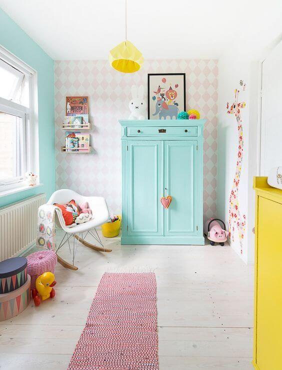 Quarto de bebe com decoração retro