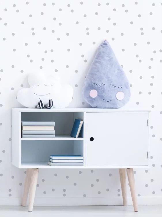 Quarto de bebe retrô branco com papel de parede cinza