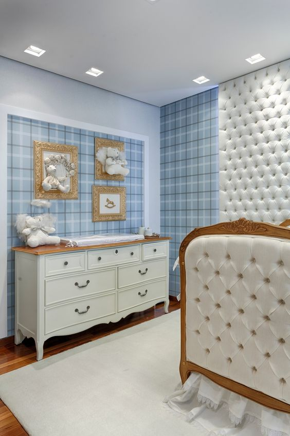 Quarto de bebe retro branco e azul