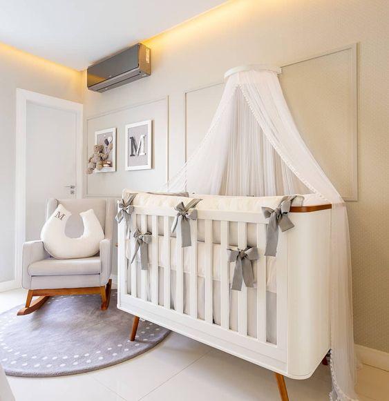 Quarto de bebe retro branco e cinza