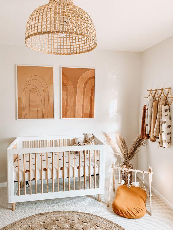 Quarto de bebe retro branco e madeira