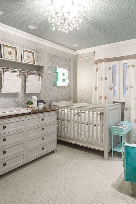 Quarto de bebe retro cinza e branco